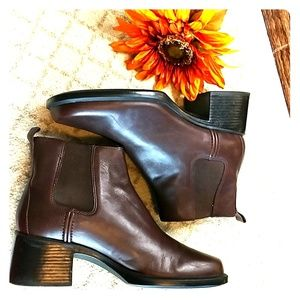 Clarks Chelsea anckle boots brown sz 9.M Leather
